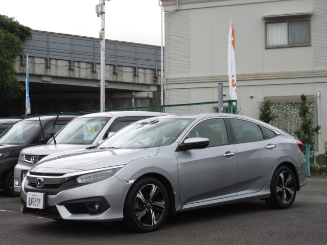 Honda シビックセダン ホンダセンシング|第2展示場